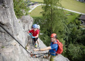 Familien am Fels: In den Steinbergen kommen Groß und Klein hoch hinaus (c) Defrancesco