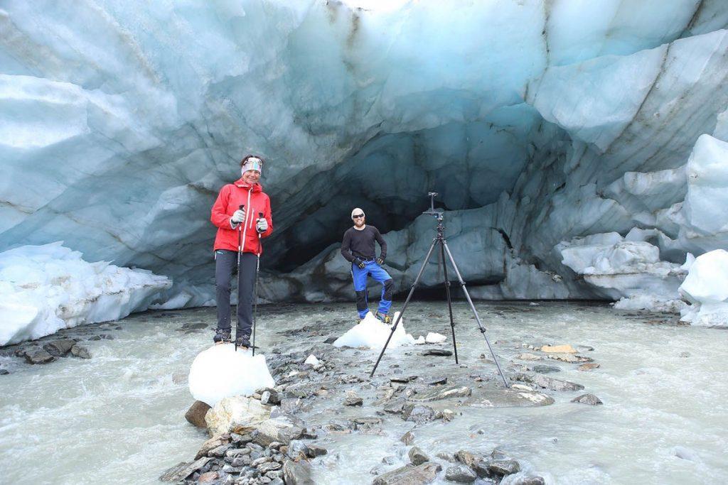 Gletschermesser bei der Arbeit am Gletschertor des Vernagtferners (c) N. Span