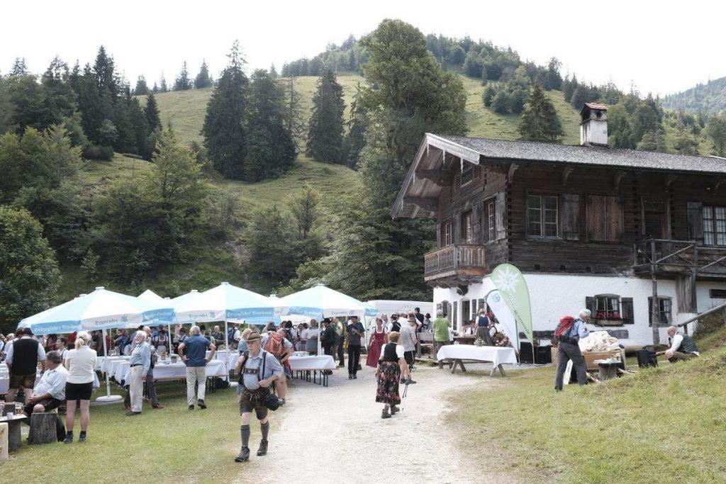 Feierliche Aufnahme: Kreuth ist Bergsteigerdorf (c) DAV/Hans Herbig