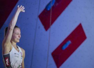 Jessica Pilz feiert ihren ersten Weltcupsieg in Chamonix (c) Heiko Wilhelm