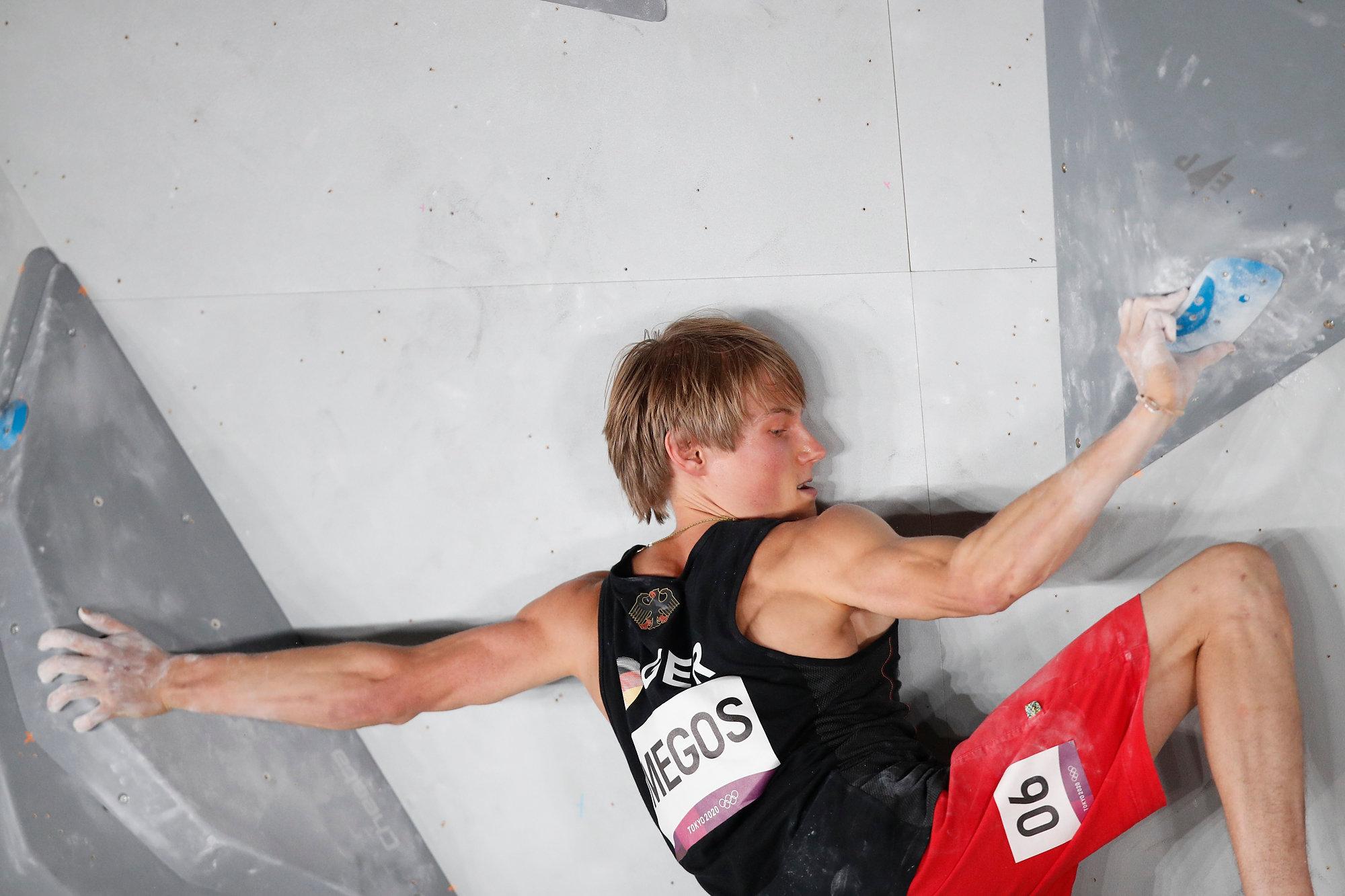 Alex Megos bei der Boulder Qualifikation (c) IFSC/Dimitris Tosidis